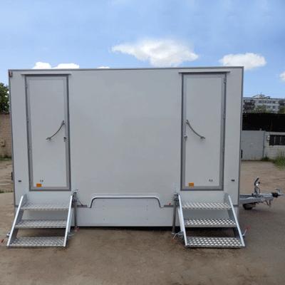 Фасад автономного туалета на колесах, комплектация люкс