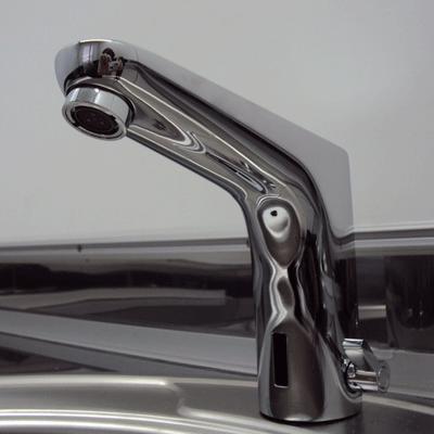 Кран в автономном туалете на колесах