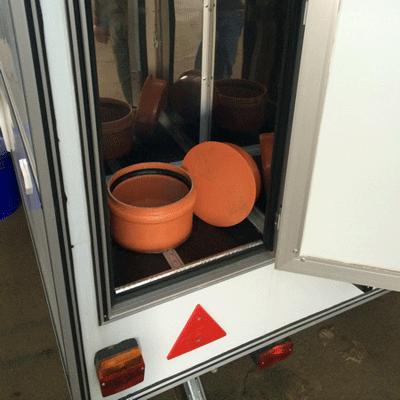 Автономный туалет на колесах, доступ к люку откачки отходов